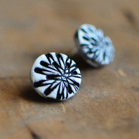 Chrysanthemum post earrings by jibbyandjuna on Etsy