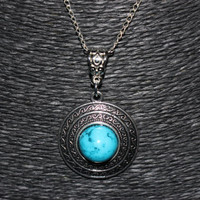 Silver/ Turquoise Stone Detailed Circle Shaped Pendant Necklace