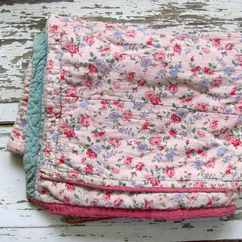 1950s Vintage floral Shabby Chic fabric quilt // children's baby blanket