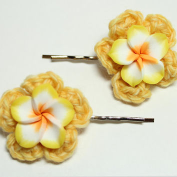 Yellow plumeria bobby pins. Flower hair accessories. Yellow crochet hair pins.