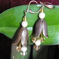 Bell Flower Earrings with Swarovski Crystal in Light Peach and Pearls