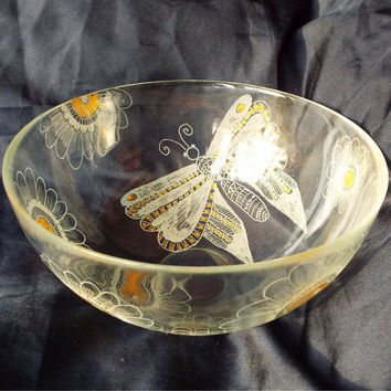Housewarming gift, Hand engraved on glass bowl, Butterfly and flowers bowl, Large salad bowl, Serving fruit bowl, Personalized family gift