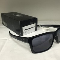 New Oakley MAINLINK - Matte Black - Grey (OO9264-01)
