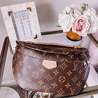 Louis Vuitton monogrammed casual women's purse, chest bag, one-shoulder cross-body bag