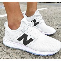 New Balance Comfortable and breathable Shoes White