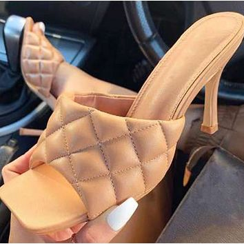 Hot style sells high-heeled shoes with square heads shoes