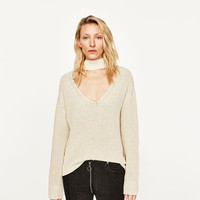 SWEATER WITH CHOKERDETAILS