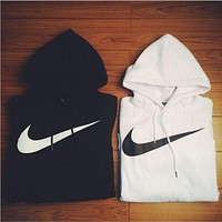 shosouvenir NIKE  White cotton round neck long-sleeved sweater autumn skateboard street men and women lovers section