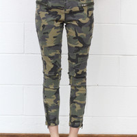 Zip Your Lips Camo Jeggings {Olive Mix}