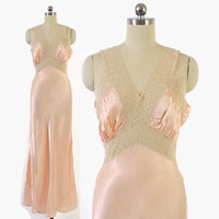 Vintage 40s Peach NIGHTGOWN / 1940s Silky Satin & Lace Full Length Bias Cut Slip Dress with Belt S - M