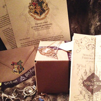 LAST CHANCE Harry Potter - Hogwarts Gift Box - Customize