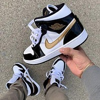 AIR JORDAN 1 GOLD BLACK WHITE