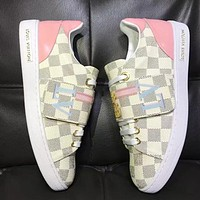 LV Louis Vuitton Popular Woman Leisure Flats Sport Shoes Sneakers White Plaid I-ALS-XZ