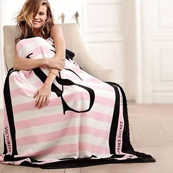 Spring / Fall Victoria's Secret VS brand fleece fabric blankets coral pink size 150 * 130 cm Article flannel bedding a blanket