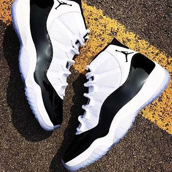 Air Jordan 11 Retro simple black and white stitching sneakers for men and women
