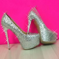 Ring in the New Year with these HOTT Silver Pumps!