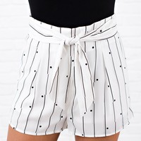 Out Of Town Printed Tie Front Shorts (Off White)