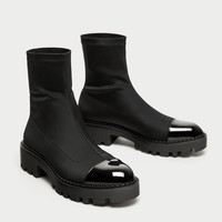 FLAT ANKLE BOOTS WITH TOE CAP DETAIL DETAILS