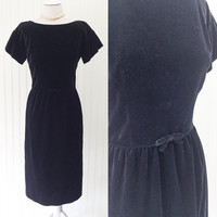 Gina dress // 1950s black cotton velvet tailored sheath pinup bombshell midi cocktail dress // tiny bow detail // size S 34