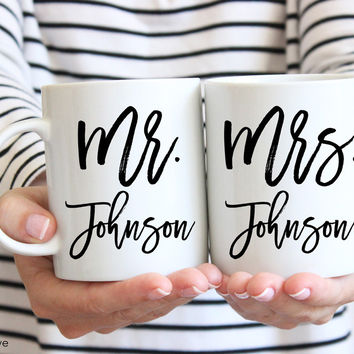 Personalized Mr & Mrs Mug Set of 2 - Wedding Engagement Mug Set - W0011
