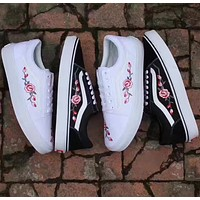 Vans Classics Old Skool Rose Embroidery white Sneaker