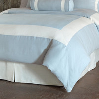 EASTERN ACCENTS SKY/SHELL BORDER HAND-TACKED COMFORTER