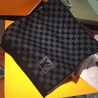 Louis Vuitton LV black and white plaid scarf warm all-match autumn and winter classic men and women knitted scarf