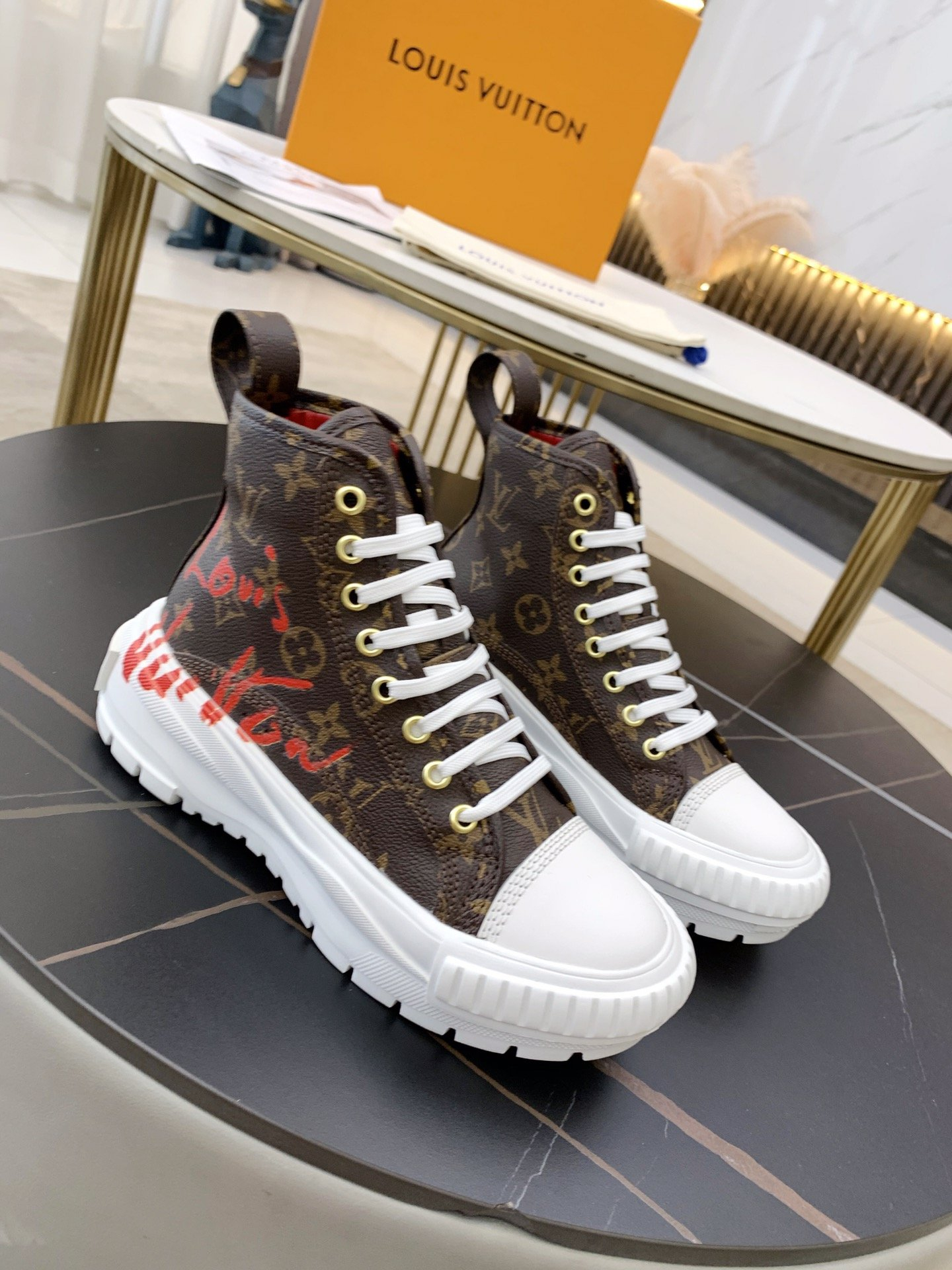 Image of LV Louis Vuitton Women's Recreation Shoes Casual Shoes Sneaker Sport Running Shoes 08522