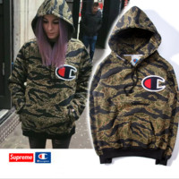 Autumn and winter tide brand champion champion embroidered standard cotton camouflage color sweater men and women Hooded Hooded youth jacket