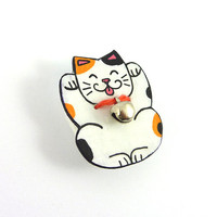 CD recycled Brooch : Lucky charm Japanese tricolor cat, Maneki Neko, with a real small silver bell - by Savousepate