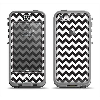 The Black & White Chevron Pattern Apple iPhone 5c LifeProof Nuud Case Skin Set
