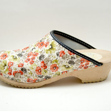 floral swedish garden clogs 7.5