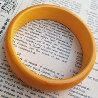 Yellow Butterscotch thick chunky 3/4 inch vintage bakelite bangle bracelet *tested*
