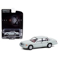 """1993 Ford Crown Victoria Light Green Washington D.C. Unmarked Agent Car \The X-Files\"""" (1993-2002) TV Series \""""Hollywood Series\"""" Release 31 1/64 Diecast Model Car by Greenlight"""""""