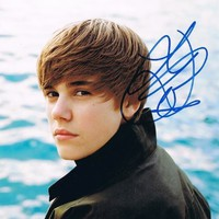 JUSTIN BIEBER - Never Say Never AUTOGRAPH Signed 8x10 Photo