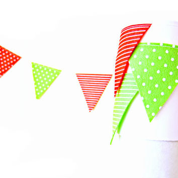 Red and Green Triangle Flag Felt Garland - patterned christmas bunting, felt bunting, christmas garland banner, christmas flag garland