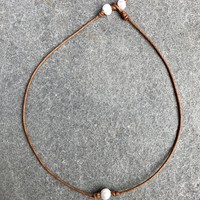 Single Pearl Choker Necklace - Tan
