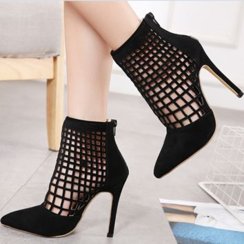 Hot style is a hot seller of women's short boots with pointed toes and hollow tops