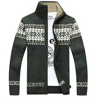 New Arrivals Casual Sweater Men Striped Christmas Sweater Windbreaker Warm Fashion Cardigan Men Sweaters