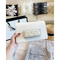 Dior 2019 new women's high quality flip letter hand chain single shoulder Messenger bag