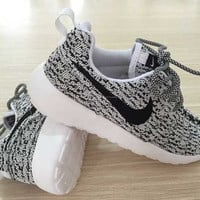 Custom Nike Roshe run Yeezy Oreo/black/white