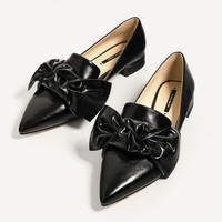 FLAT SHOES WITH BOW DETAIL DETAILS