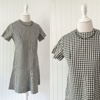 vintage 1960s Mod black & white houndstooth checked print drop waist scooter girl mini dress // gogo retro // size S petite