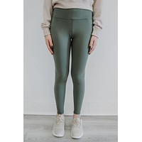 On The Run Leggings - Dark Sage