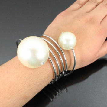Large Pearl Wired Fashion Bracelet