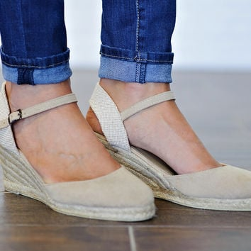 * Raina Closed Toe Wedge: Tan
