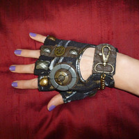 "Women's ""MAD MAX""- Moonhoar Monster Glove- Steampunk, Road Warrior, Burning Man, Dragon Con, Pirate, Punk"