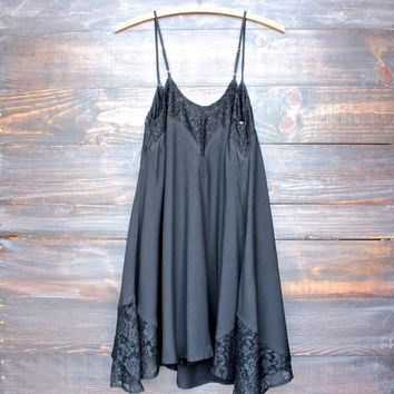 Flower child flowy dress | black