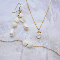 Love hearts, bridal long earrings with elegant drop pearls and mother of pearl hearts
