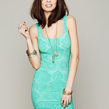 Womens Sleeveless Medallion Slip